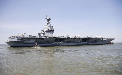 USS_Gerald_R__Ford_(CVN-78)_on_the_James_River_on_11_June_2016