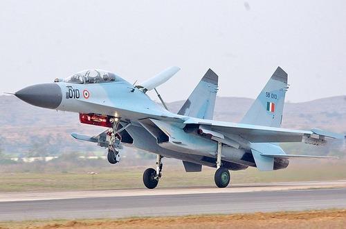 800px-SU-30MKI_India_(cropped)