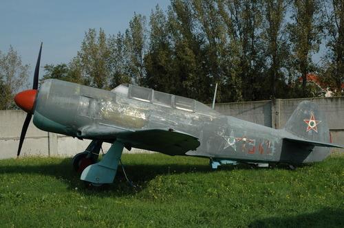 1024px-Yak-11_Hu