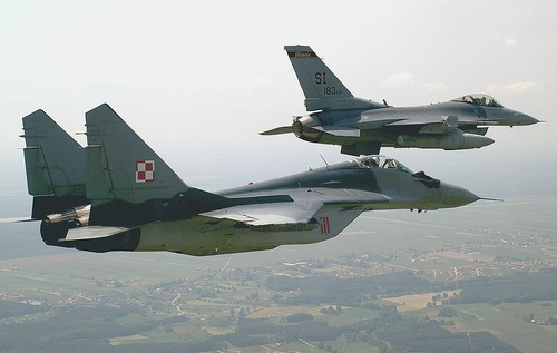 MiG-29A_over_Krzesiny_air_base,_Poland_-_20050615