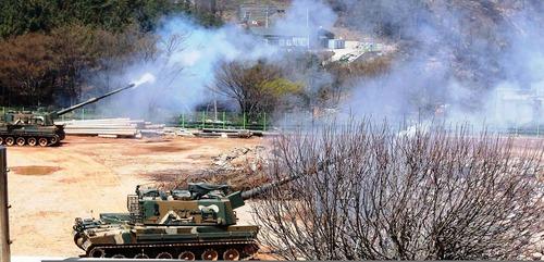 K-9_Thunder_SPGs_are_firing