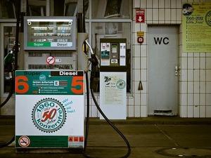 petrol-stations-1275486_640