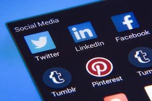 social-media-1795578_640