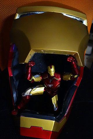 $尾山泰永の漫画生活-光るアイアンマンのマスク