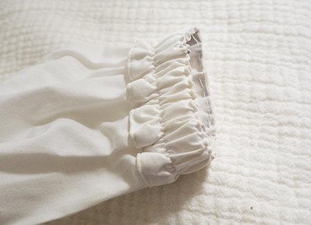 ブラウスのお直しは袖口のゴム部分を織り込むことで、着心地に影響せずに3cmほど短くできます