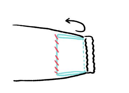 スモックお直しの仕上げに、できたピロピロを縫い付ける。