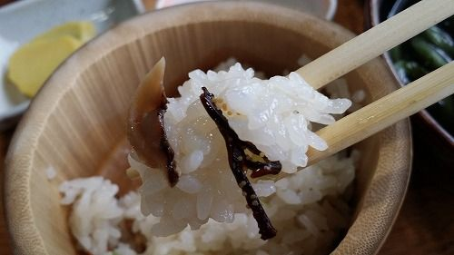 ご飯は竹の茶碗です