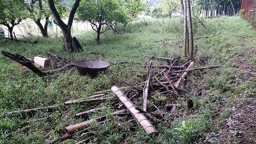 竹や小枝の焼却です