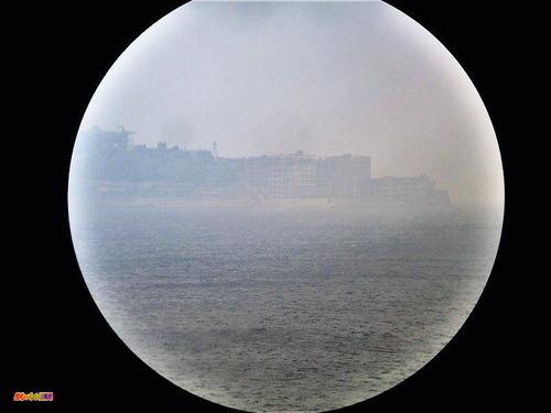 展望台の望遠鏡からの軍艦島