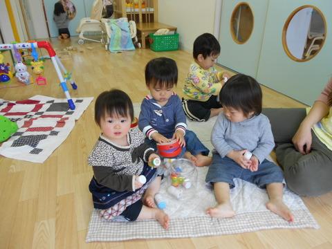 0,1歳児遊びの風景