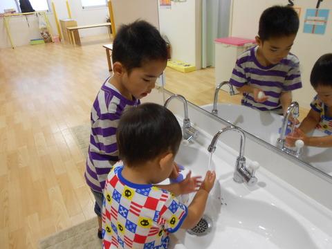 おやつ前に手洗い