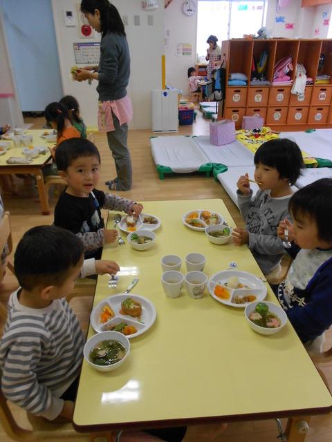 子どもの日給食姿3