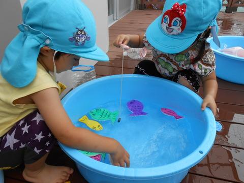 うさぎ水遊び魚