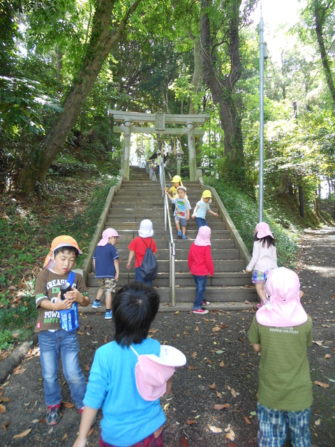 神社までの階段