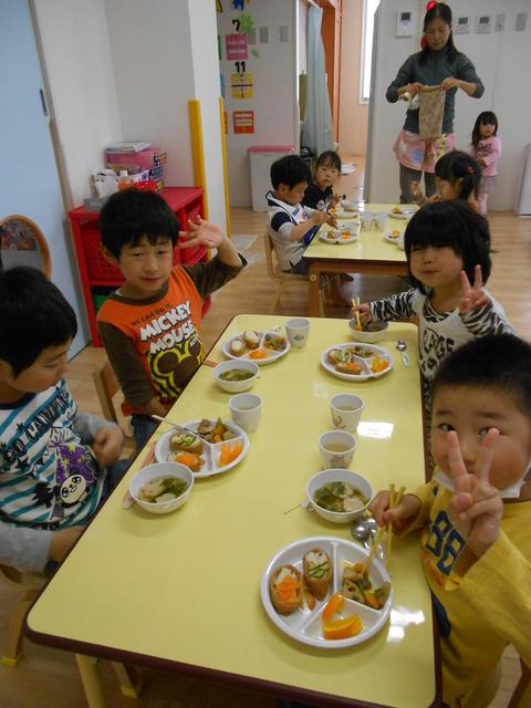 子どもの日給食姿2