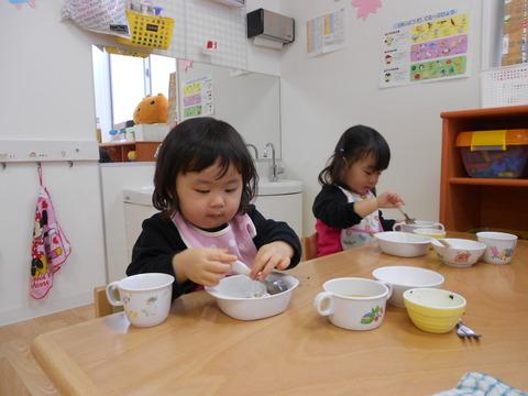 1歳食事風景