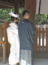 熱田神宮で結婚式見物
