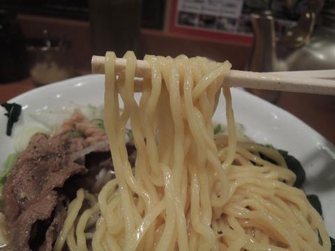 肉肉ラーメン 新宿 麺上げ