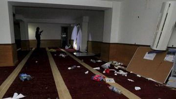 【宗教戦争】仏デモ隊がイスラム施設に押し入りコーランを燃やす