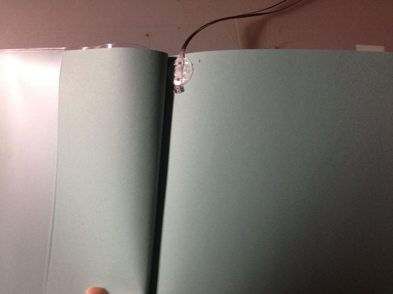 任意のページにシールを貼る。 わたしは表紙の次のページに貼りました!