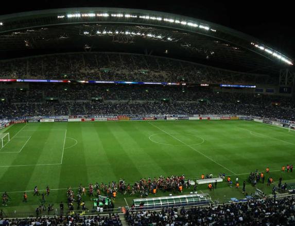 日本サッカー協会「もう長居とか日産とか陸上トラック付きの見にくいスタジアムでサッカーするのやめます」