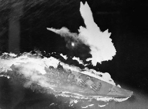 Battleship_Yamato_under_air_attack_April_1945