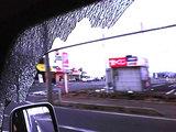車のガラスが割れた様子