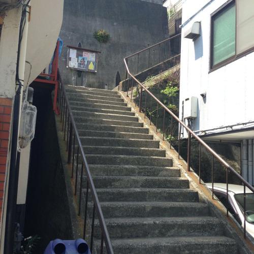 横須賀駅近郊の階段