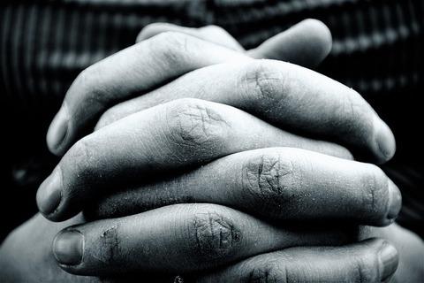 hands-2274255_640
