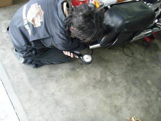 ハーレーのタイヤ空気圧調整