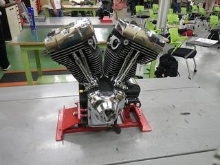 分解用のハーレーのエンジン