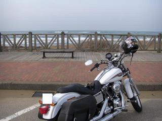 ハーレーダビッドソンと冬の日本海