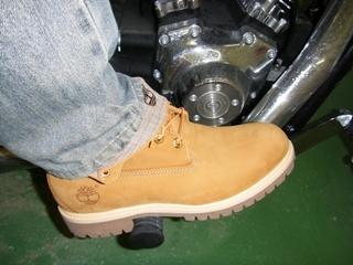 ハーレーダビッドソンのブレーキとブーツ