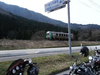 ハーレーとローカル電車