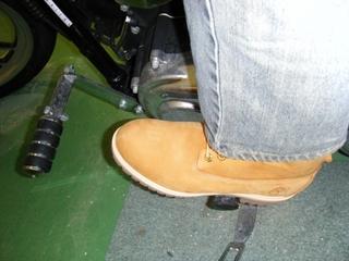 ハーレーダビッドソンのシフターとブーツ