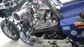 ハーレーのドラッグレーサー駆動系