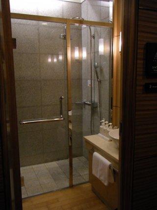 有料ラウンジのシャワールーム