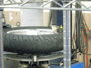 ハーレーのタイヤ交換ツール