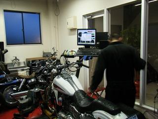 ハーレーのダイノマシン馬力計測