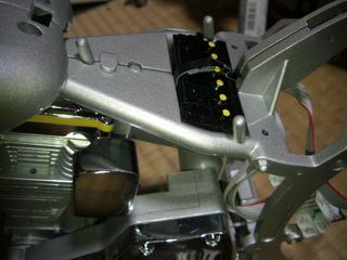 ハーレーのバッテリーとコイルとフレーム