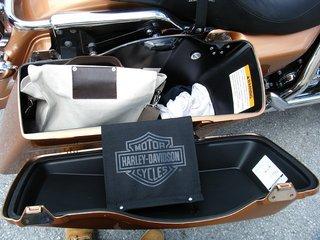 ハーレーFLHのサドルバッグ容量