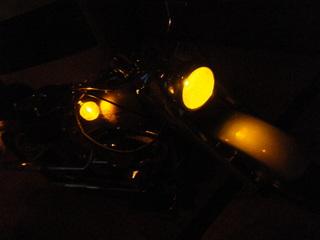 ハーレーのヘッドライトとウインカー点灯