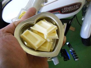 ハーレーの熱でチョコを溶かす実験