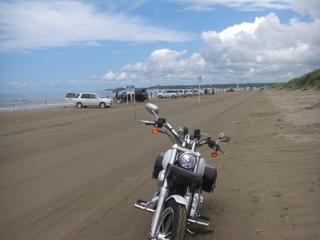 ハーレーダビッドソンと砂浜