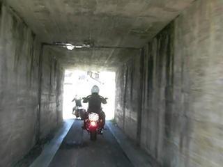 ハーレーとトンネル