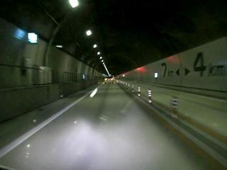 ハーレーダビッドソンと東海北陸道トンネル