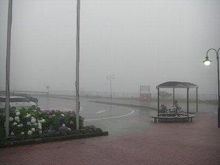 ハーレーダビッドソンと高速道路の霧