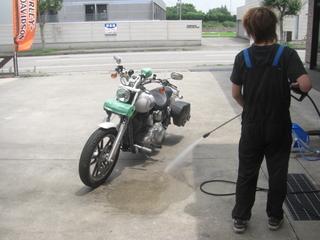 ハーレーダビッドソンのスチーム洗車