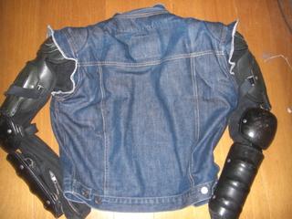 ハーレーダビッドソンに乗るときのジャケットの背中