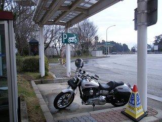 ハーレーダビッドソンと高速道路パーキングエリア